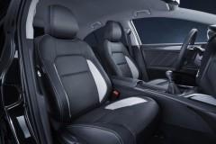 Toyota Avensis sedana foto attēls 12