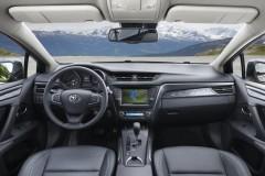 Toyota Avensis sedana foto attēls 17
