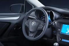 Toyota Avensis sedana foto attēls 16