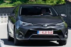 Toyota Avensis sedana foto attēls 9