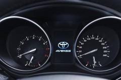 Toyota Avensis Wagon familiar foto 18