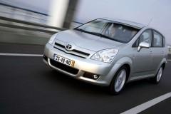 Toyota Corolla Verso minivan photo image 11