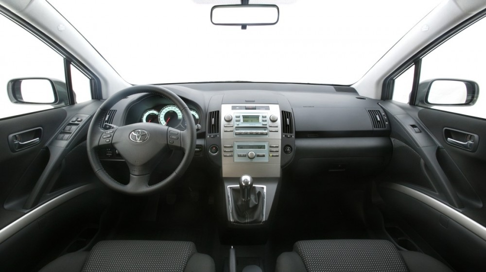 toyota corolla verso minivens 2004 2007 atsauksmes tehniskie dati cenas. Black Bedroom Furniture Sets. Home Design Ideas