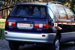 Toyota Picnic minivan foto 1