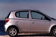 Toyota Yaris hečbeka foto attēls 4