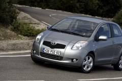 Toyota Yaris 3 durvis hečbeka foto attēls 2