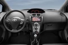 Toyota Yaris 3 durvis hečbeka foto attēls 3