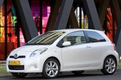 Toyota Yaris 3 durvis hečbeka foto attēls 6
