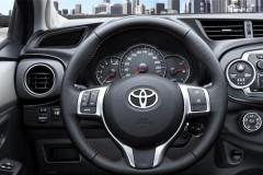 Toyota Yaris 3 durvis hečbeka foto attēls 1