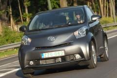 Toyota iQ hečbeka foto attēls 15