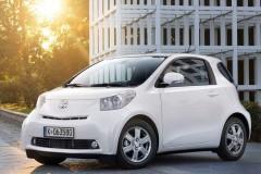 Toyota iQ hečbeka foto attēls 14