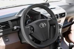 Toyota iQ hečbeka foto attēls 13