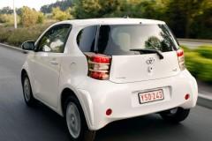 Toyota iQ hečbeka foto attēls 12