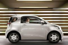 Toyota iQ hečbeka foto attēls 9