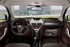 Toyota iQ hečbeka foto attēls 8