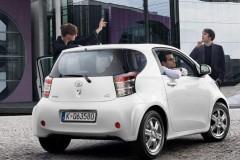 Toyota iQ hečbeka foto attēls 3