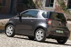 Toyota iQ hečbeka foto attēls 2