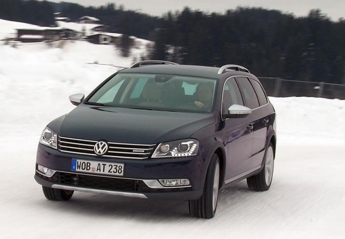 Volkswagen Passat 2012 foto attēls
