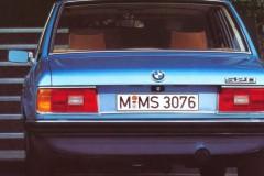 BMW 5 sērijas E12 sedana foto attēls 9