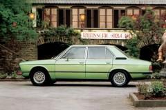 BMW 5 sērijas E12 sedana foto attēls 2