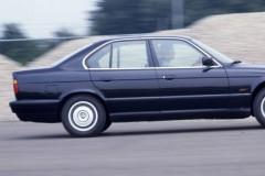 BMW 5 sērijas E34 sedana foto attēls 6