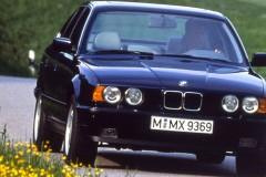 BMW 5 sērijas E34 sedana foto attēls 2