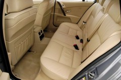 BMW 5 series Touring E61 estate car photo image 8