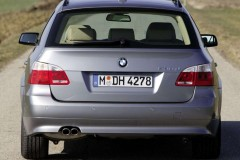 BMW 5 series Touring E61 estate car photo image 14