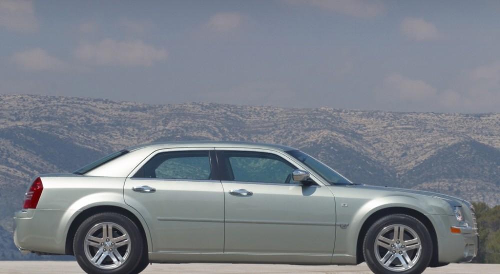 Chrysler 300C Sedan 2004  2011 reviews technical data prices
