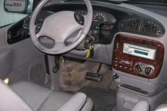Chrysler Grand Voyager minivena foto attēls 4