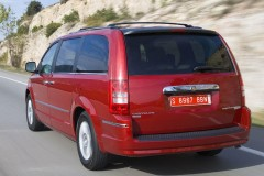 Chrysler Grand Voyager minivan photo image 1