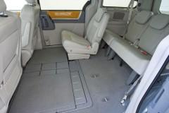 Chrysler Grand Voyager minivan photo image 12