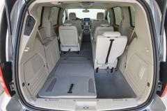 Chrysler Grand Voyager minivan photo image 4