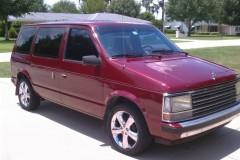 Chrysler Voyager minivena foto attēls 1