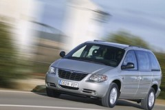 Chrysler Voyager minivena foto attēls 7