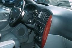 Chrysler Voyager minivena foto attēls 5