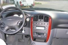 Chrysler Voyager minivena foto attēls 2