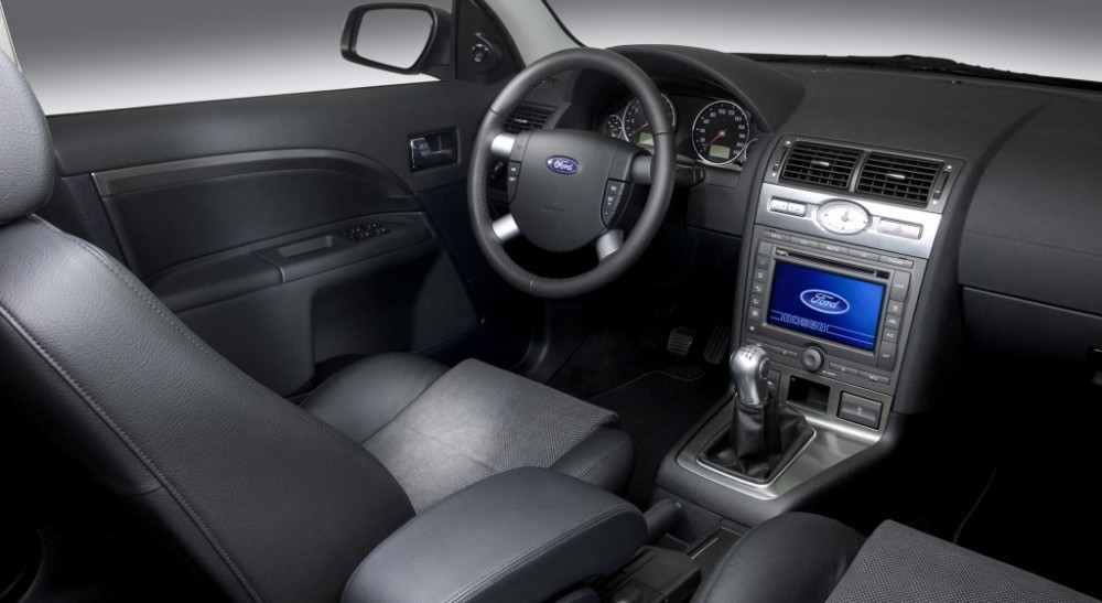 Ford Mondeo Sedan 2005 - 2007 reviews, technical data, prices