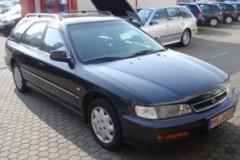 Honda Accord estate car photo image 10