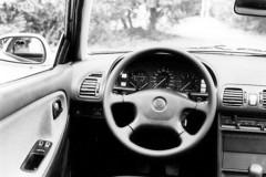 Mazda MX-3 kupejas foto attēls 4
