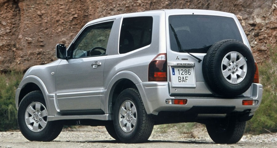 mitsubishi pajero 3 door 2003 2006 reviews technical data prices rh auto abc eu Mitsubishi Outlander Mitsubishi Pajero Evolution