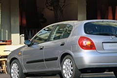 Nissan Almera hečbeka foto attēls 3