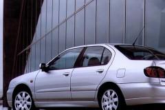 Nissan Primera sedana foto attēls 5