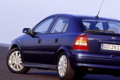 Opel Astra hatchback photo image 3