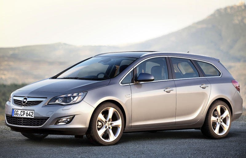opel astra sports tourer estate car / wagon 2010 - 2012 reviews