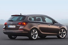 Opel Astra Sports Tourer estate car photo image 1