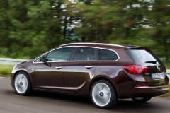 Opel Astra Sports Tourer estate car photo image 2