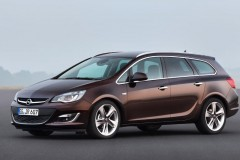 Opel Astra Sports Tourer estate car photo image 3