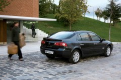 Renault Laguna hečbeka foto attēls 11