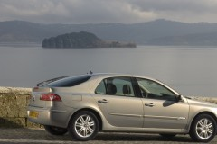 Renault Laguna hečbeka foto attēls 10